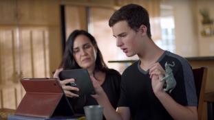 Megható, vagy nyerészkedő? – Autista fiúval reklámoz az Apple