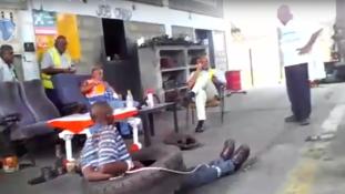Megkínozta, majd felgyújtotta tolvajláson kapott alkalmazottját (videóval)