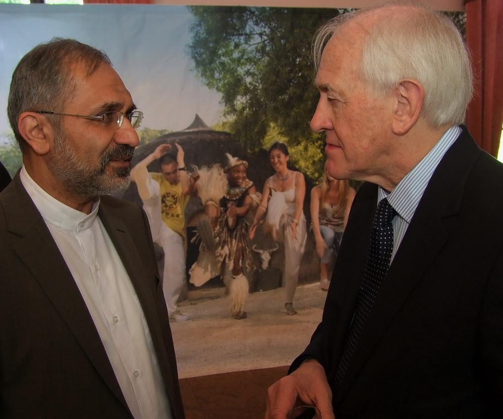 Mohammad Reza Morshedzadeh Irán nagykövete és Johann Marx a Dél-afrikai Köztársaság nagykövete