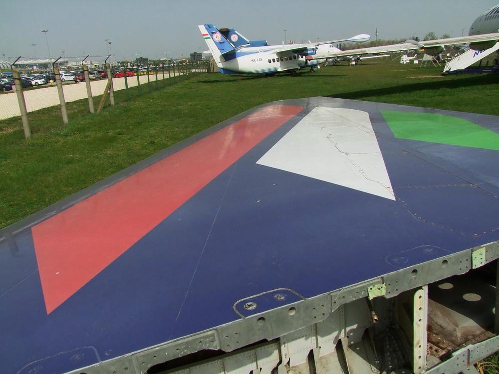 a MALÉV Boeing 767 gépének függőleges vezérsíkja.