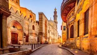 Al Muezz – régi mecsetek utcája Kairóban
