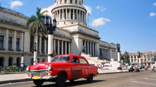 A forradalom óta először jár brit külügyminiszter Kubában