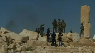 Gyerekeket temetett tömegsírba az Iszlám Állam – felvétel