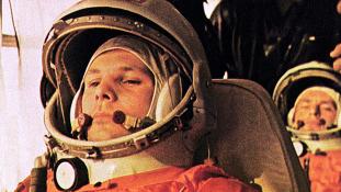 Egy nap alatt sétálták a jégre Gagarin portréját (videó)
