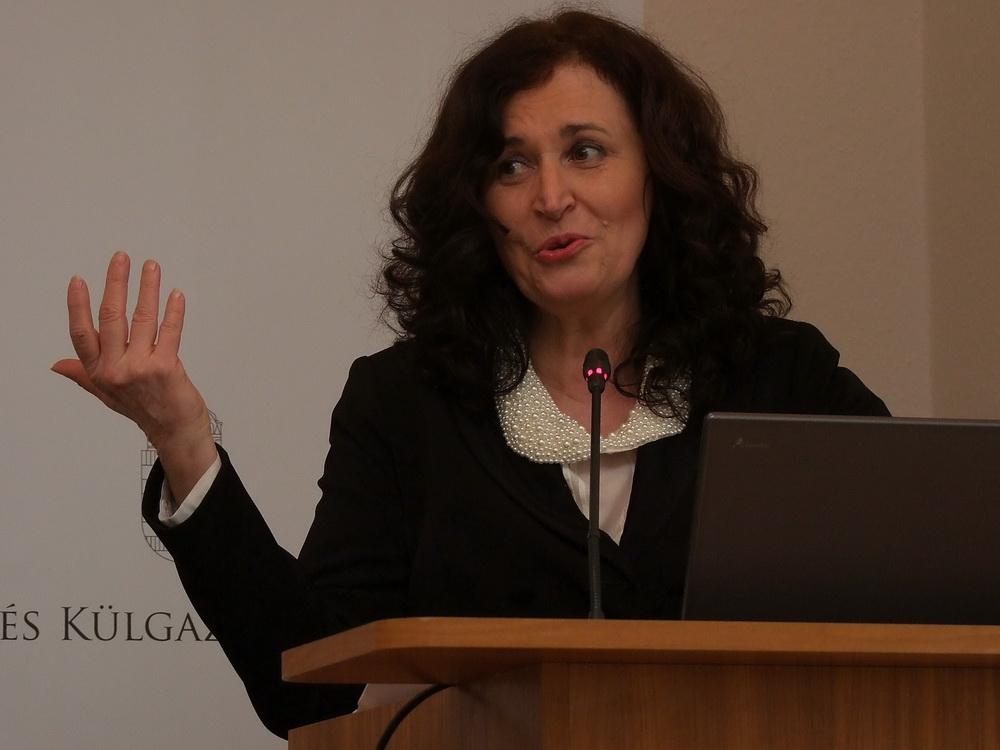 dr. Magasházi Anikó