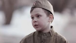 10 éves orosz katona: Meghalni nem félelmetes (videó)