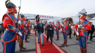 Egy farmernadrág miatt balhéznak a mongolok az oroszokkal?
