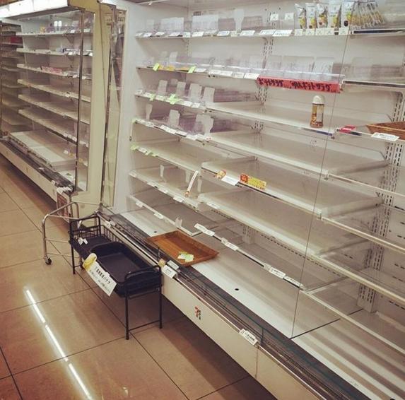 A boltok polcai kiürültek.