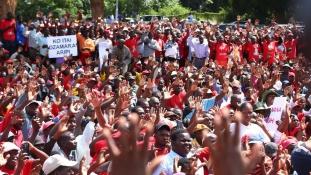 Ritka pillanat: Mugabe ellen tüntettek Zimbabwében