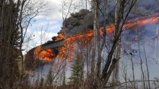 Tízezrek menekülnek a tűz elől Kanadában