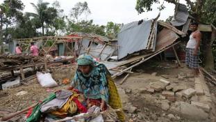 Romok, evakuálás és áldozatok – ciklon pusztított Bangladesben