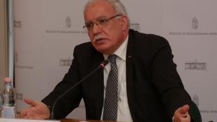 A palesztin külügyminiszter a Külügyi és Külgazdasági Intézetben