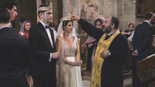 Összeírják a szingliket: házasságközvetítő kampányt tervez az állam