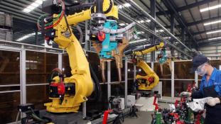 A robotok felemelkedése: 60 ezer dolgozót rúgtak ki
