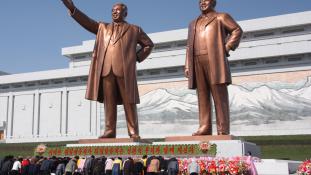Manszae – 10 percre újságírók is bemehettek az észak-koreai pártkongresszusra