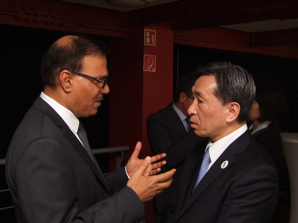 a szaudi és a japán nagykövet úr