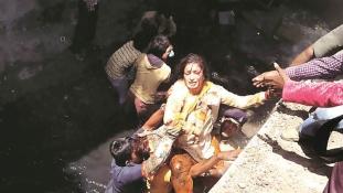 Megnyílt a talaj a politikus alatt Indiában