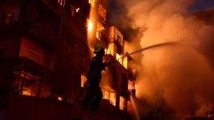 Lángoló szállodától gyulladt ki több épület Kairó belvárosában