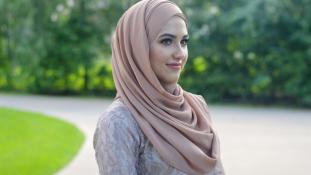 Tilos lesz fejkendőt viselni a muszlimoknak?