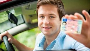 Pénzért vettek jogosítványt a sztárok Franciaországban