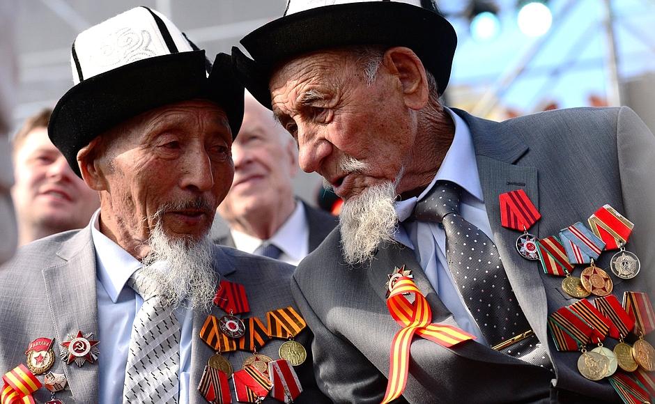 Kirgiz veteránok Moszkvában (pixabay)