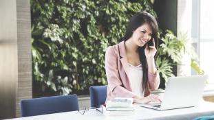 Le fogja hallgatni a főnököd a mobilodat?