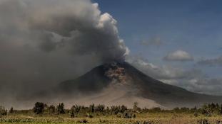 A termőföldeken temette be áldozatait a Sinabung vulkán