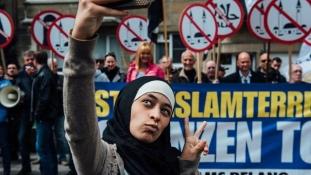 Így trollkodta szét a muzulmánellenes tüntetést egy muszlim lány