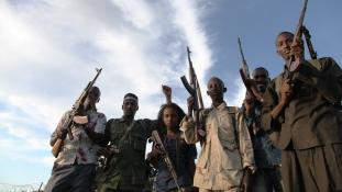 Távirányítású bombával robbantottak fel egy kisbuszt Szomáliában