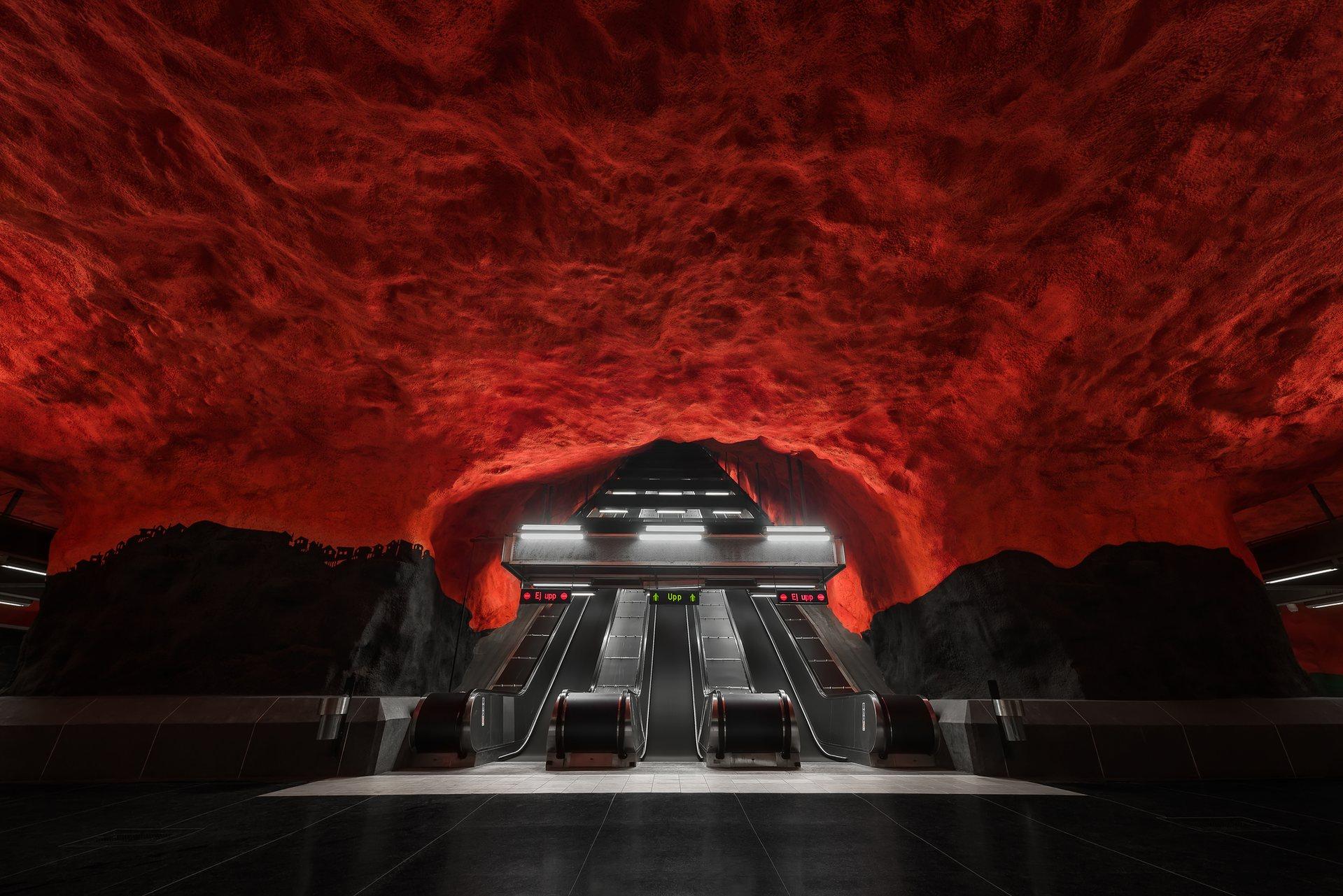 A vörös és a fekete dominál a Solna Centrum megállóban, ami egyébként a kék metró vonalán van.