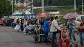 A diákok iskola helyett élelmiszerért állnak sorba Venezuelában