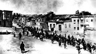 Nevetségesnek nevezte az örmény népirtásról szóló berlini parlamenti szavazást Törökország miniszterelnöke
