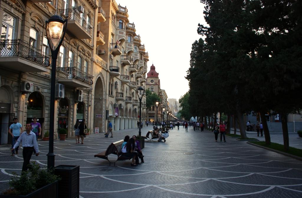 A Nizami utca Bakuban (Wikimedia Commons)