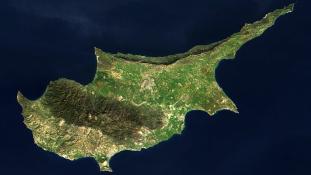 Véletlen tűz – három ország helikopterei próbálják megmenteni a ciprusi falvakat