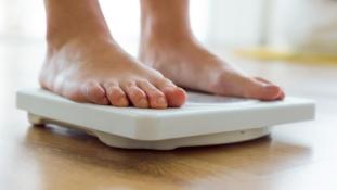 A kövér vendégeknek kívül tágasabb a tokiói pucér vendéglőben