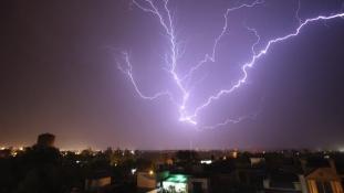 Több mint 90 embert öltek meg a villámcsapások Indiában