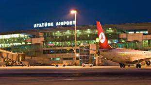 Öngyilkos robbantás az isztambuli reptéren, legkevesebb tízen meghaltak