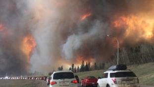 Emberi gondatlanság vagy gyújtogatás okozhatta Kanada legdrágább erdőtüzét