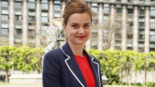 Az egész világ gyászolja a fiatal brit képviselőnőt