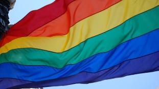 Hatezren vigyáztak a kijevi Pride ezer résztvevőjére