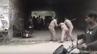 Kenőpénzen verekedtek össze az indiai rendőrök