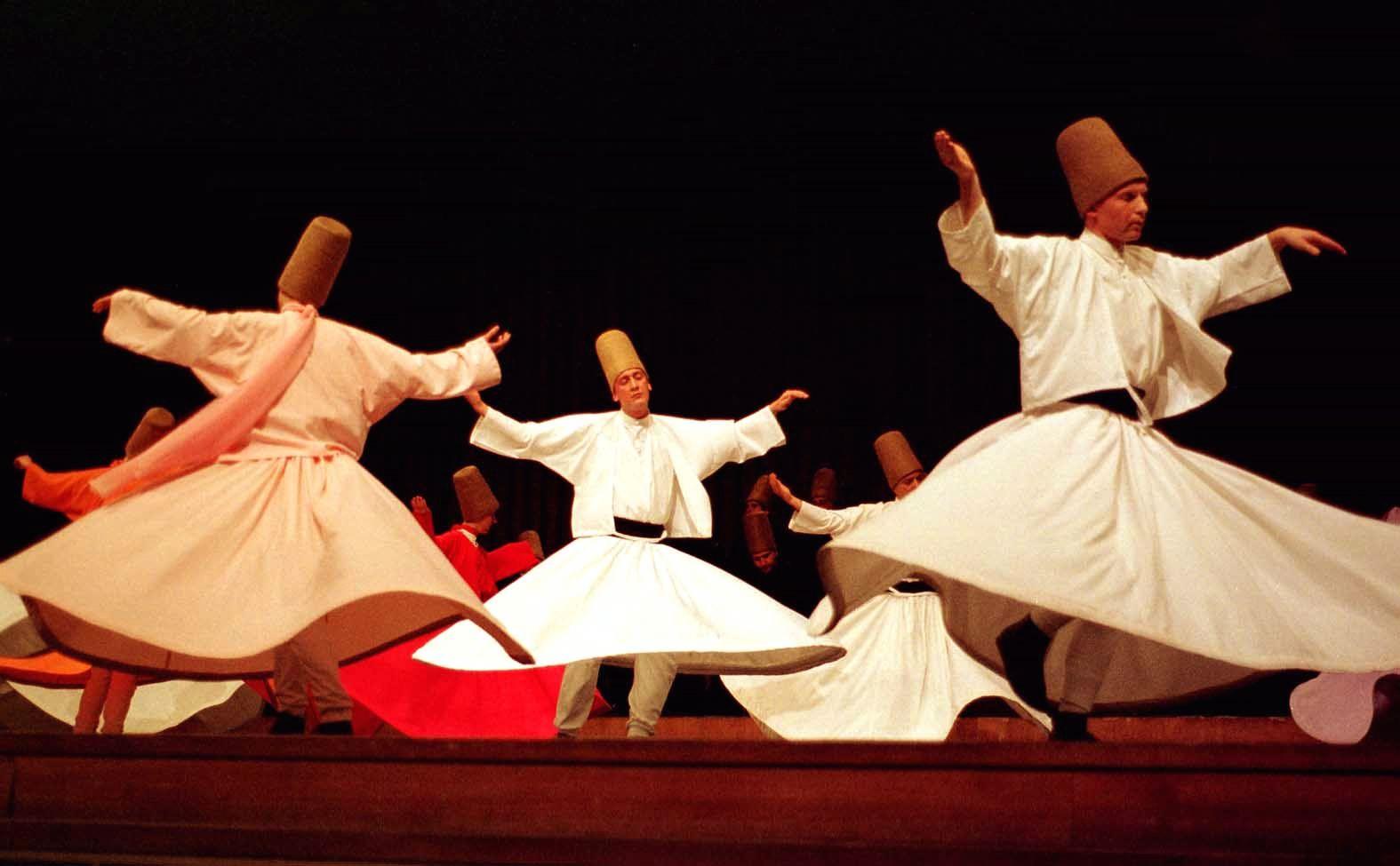 Szúfi táncosok.