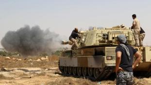 A sivatagba menekültek az Iszlám Állam líbiai vezetői, elveszítették a szirti kikötőt