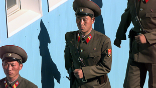 Észak-Korea: vigyázz, tűz, mellé!