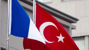 Délutántól bezártak a francia külképviseletek Törökországban