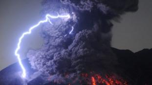Kitört egy vulkán Japánban