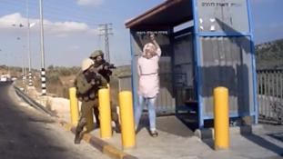 Késelő palesztin nőt lőttek le az izraeli katonák – videó