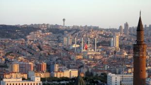 Hezitálnak még a görögök, hazaküldjék-e a török puccsistákat