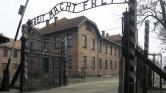 101 éves túlélővel találkozott Ferenc pápa Auschwitzban