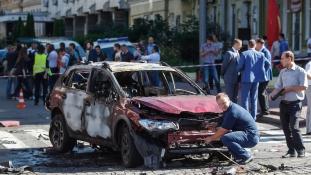 Az autójában robbantottak fel egy újságírót Kijevben